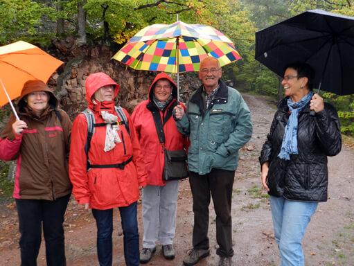Mit Schirm, Charme und Spanferkel