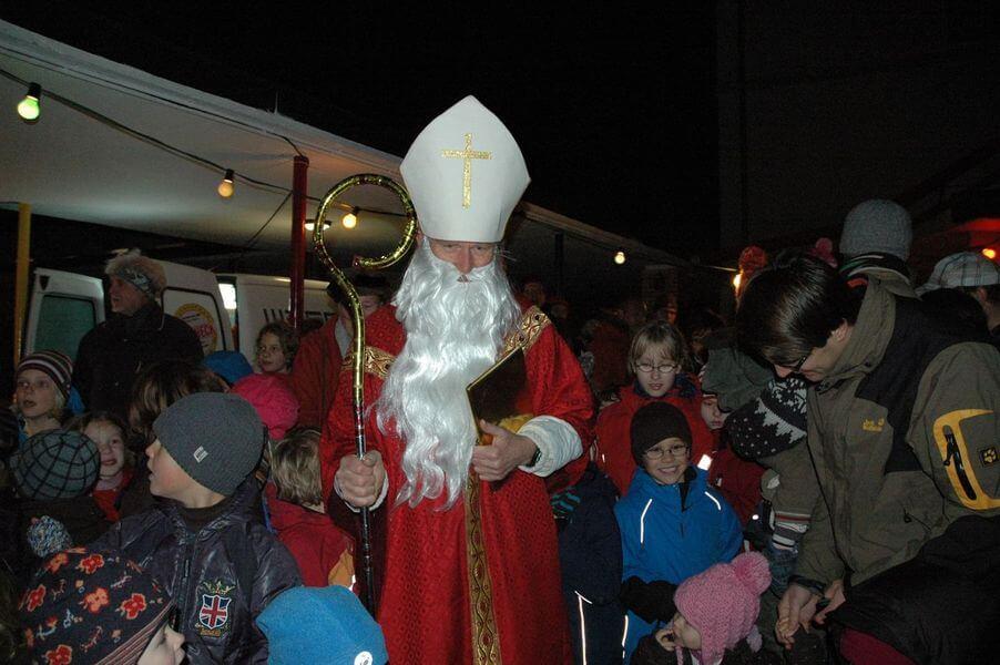 Nikolausmarkt am 8. Dezember auf dem Schulhof